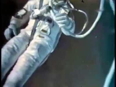 Rare colorized footage of the first ever space walk by Soviet cosmonaut Alexei Leonov in 1965 . He almost lost his life during the space walk which lasted about 12 minutes. He was connected to the aircraft by a 16ft rope. He died today at 85.