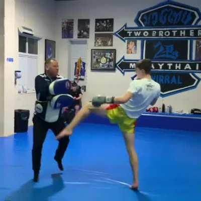 Future British Muay Thai star Joe Ryan demonstrating a long Muay Khao technique