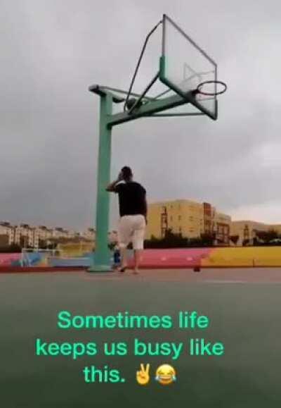 Когда решил поиграть в баскетбол