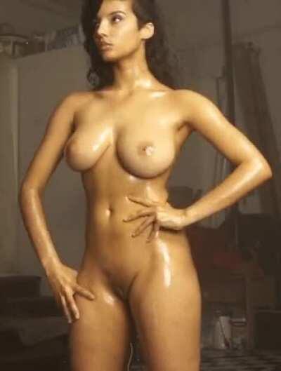Sexy Shanaya oiled up