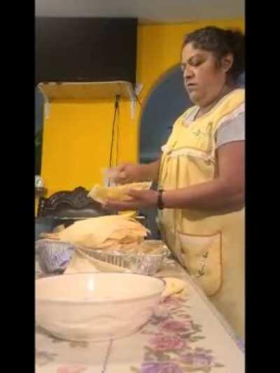 Mexican mom reacts to Rachel Ray's 'Mexican' pozole