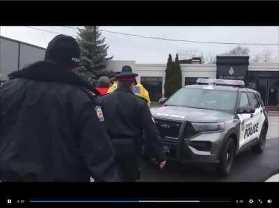 Arrest of Small Business Owner Opening Illegally Attracts Anti-Maskers and Qanon Nuts (Toronto, Canada)