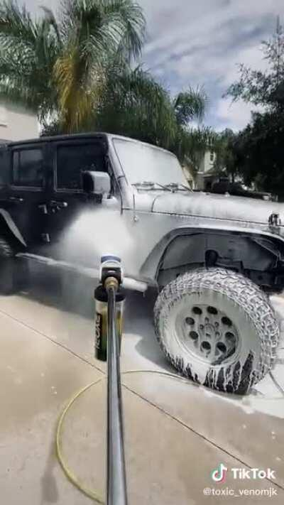 Guy whines about being single for a whole minute while he washes a spotless heep