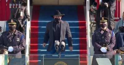 Garth brooks looks like a custom character in a cutscene