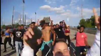 F*ck Gurrenge, Me and the boys dance to los los los