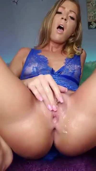 Kinky Girl Fingering Her Wet Pussy