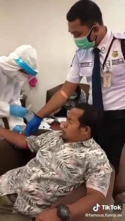 Grown man just can't take a needle