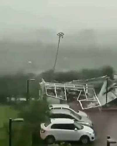 Store collapses in high winds - 2020/05/21