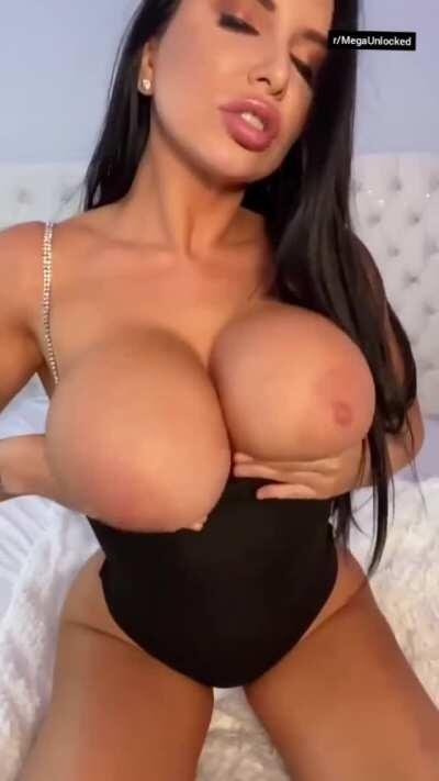 15+ GB OF THIS GODDESS 😍🔥 ASAP ( LINK IN THE COMMENTS 🔥❤️)