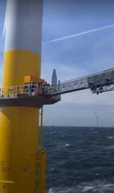 People mover for wind turbines in the North Sea