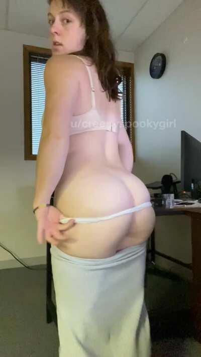 Love wear this tight skirt to work [f]
