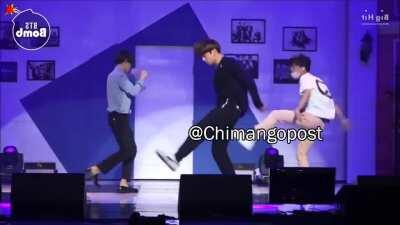 Los Tailandeses bailando clonazePAMpaMpaM ( siganme en ig lokitas )
