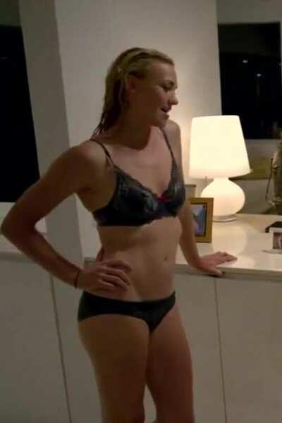 Yvonne Strahovski Showing off her Body in Louie