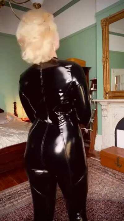 One of Stefania's best videos yet. Not because of the outfit.