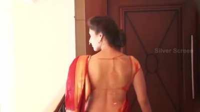 Manjari padnis who want to fuck her so hard and cum all over her back
