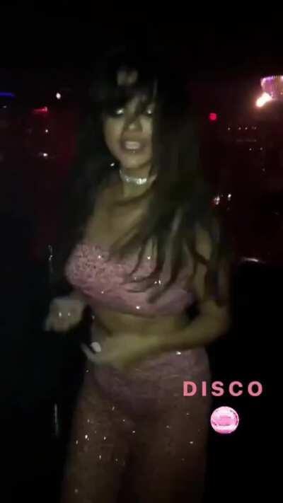 Selena Gomez dancing