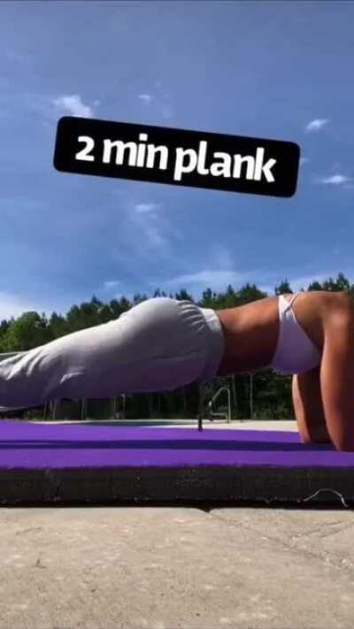 College cheerleader Chloe Rigdon [workout routine + swimsuit dance] [gif]