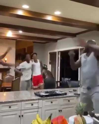 Shaq isolation dance party with his sons