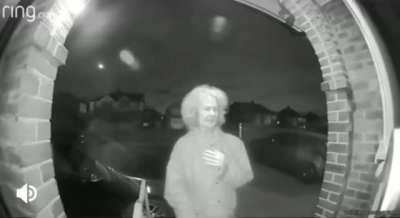 Old lady with a knife seen on a doorbell cam in the middle of the night