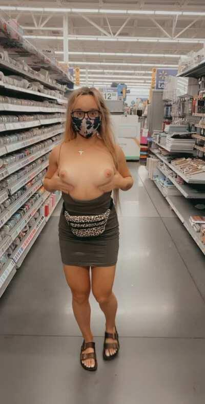 Wyd if you see me flash my boobs in Walmart like this? 😜 I have so much fun flashing my boobs in public!