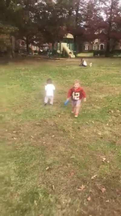 WCGW forgetting that you haven't taught him how to throw a frisbee...
