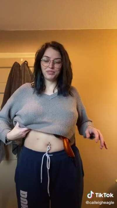 Putting thing under her boobs