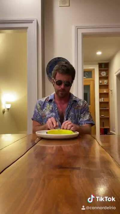 HOW RICH PEOPLE EAT DINNER