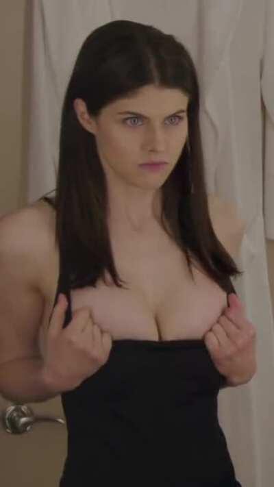 Alexandra Daddario's bountiful cleavage!