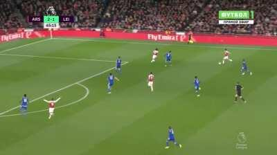 Posting an Özil pass every day until Arsenal play a game. Day 88: a gorgeous move v. Leicester, 2018.