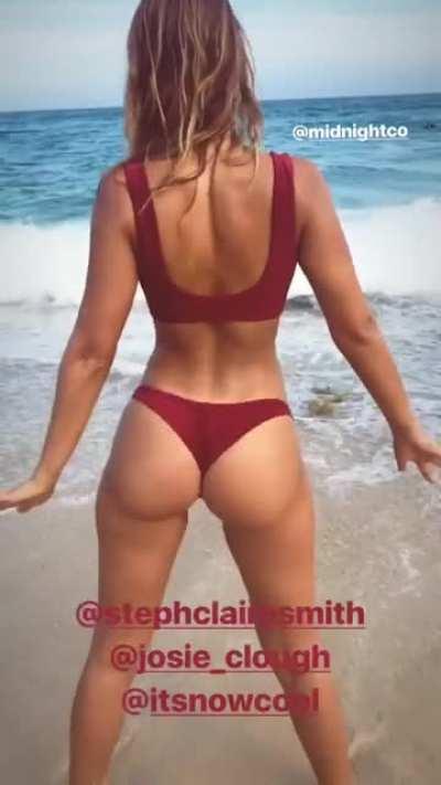 Booty wiggle