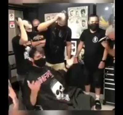 Dude went to the barber shop to shave his head due to cancer treatment and his barber and everyone at the shop does this...