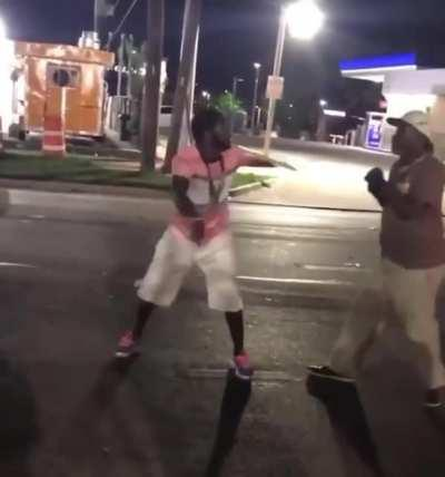 Two drunks fight, one pulls out an unexpected move lol