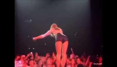 Taylor Swift definitely bending over favorite position#3