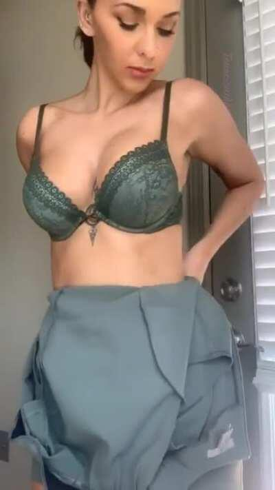 Professional career woman, wife, mom to Reddit slut (no shame) in under 60 seconds. Ready?