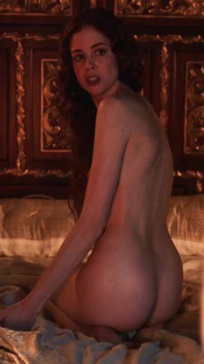 Charlotte Hope BUTT NAKED in 'The Spanish Princess' S2E3