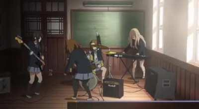 I find Mios and Mugis head-banging animation so cool i don't know why