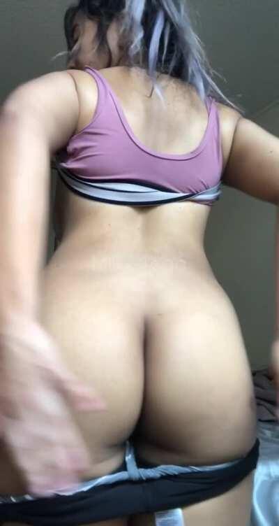 [f] do you like how my ass jiggles? :)