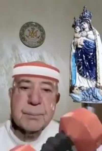 History repeats itself: another Italian Priest, another live streaming with filters on... He even accuses someone else for this unpleasant joke