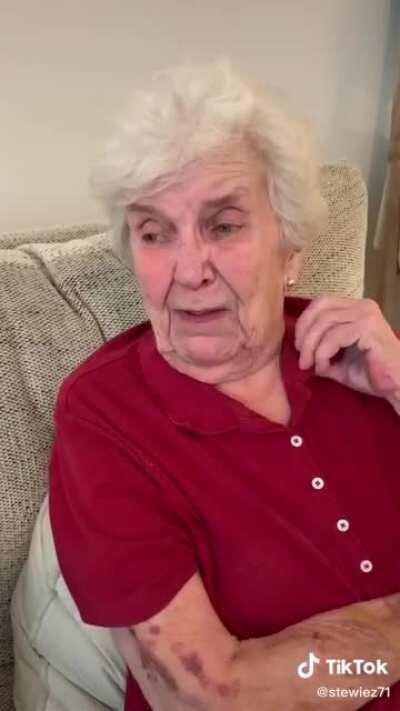 Grandmas Fan-mail is a overwhelmed full of emotions!