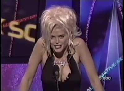 Anna Nicole Smith fucked upon stage introducing Kanye