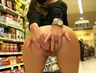 Girl Shows In The Shop Her Pussy And The Ass