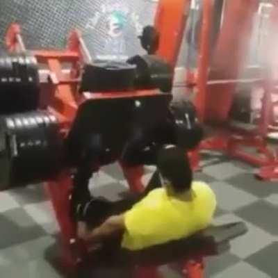 WCGW Locking your knees on leg press