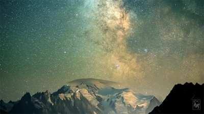 Mesmerizing night sky with the milky way <3