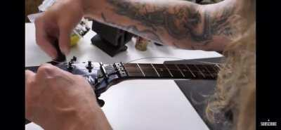 Ola the Swede doesn't like guitar strings