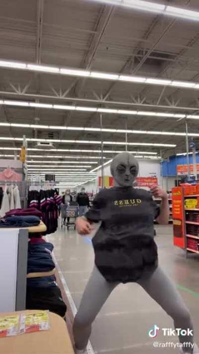 you know its walmart by how unfazed everyone is