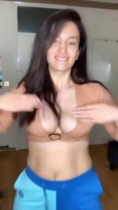 Elena fernandes bouncing boobies 😍😍