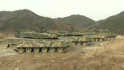 Almost 6 minutes of South Korean tanks, mainly K1 and K2 Black Panthers, firing their weapons.