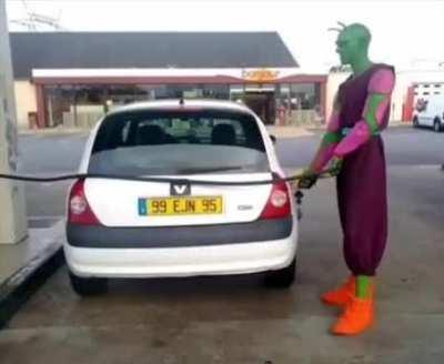 Piccolo en gasolinera
