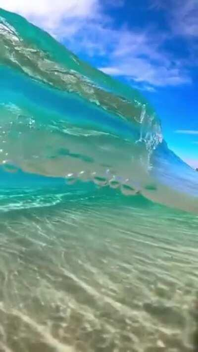 Smooth, slow motion rolling waves
