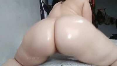 Oil me up and fuck me, i'm ready!